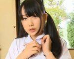 高橋恵美が制服脱ぎながらマンのスジを見せてます