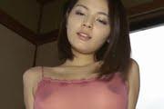 秋本翼が透け乳首とパイパンで激しい疑似セックス