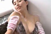 橋本マナミのおっぱいとお尻をお風呂で揉み洗い