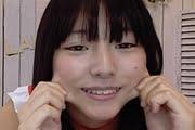 葉月つばさがエッチな衣装で変顔しているVR動画
